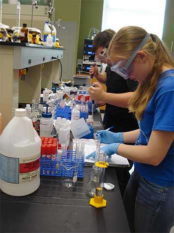 Image of Stockton University Chemistry students working in the lab